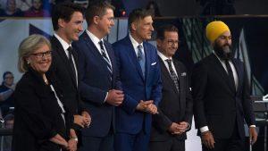 (من اليمين إلى اليسار) : جاغميت سينغ (الحزب الديمقراطي الجديد)، إيف-فرانسوا بلانشيه (الكتلة الكيبيكية)، ماكسيم برنييه (حزب الشعب في كندا)، أندرو شير (حزب المحافظين الكندي)، جوستان ترودو (الحزب الليرالي الكندي) و إليزابيث ماي (حزب الخضر) - The Canadian Press / Sean Kilpatrick