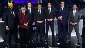 (من اليمين إلى اليسار) : إيف-فرانسوا بلانشيه (الكتلة الكيبيكية)، أندرو شير (حزب المحافظين الكندي)، جوستان ترودو (الحزب الليرالي الكندي)، الصحفي باتريس روا (منشط المناظرة، تلفزيون هيئة الإذاعة الكندية)، ماكسيم برنييه (حزب الشعب في كندا)، إليزابيث ماي (حزب الخضر) و جاغميت سينغ (الحزب الديمقراطي الجديد) - مناظرة الزعماء 10 أكتوبر تشرين الأول 2019 - The Canadian Press / Sean Kilpatrick