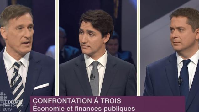 من اليمين: زعيم المحافظين أندرو شير والزعيم الليبرالي جوستان ترودو وزعيم حزب الشعب في كندا ماكسيم برنييه خلال المناظرة التلفزيونيّة التي ضمّت زعماء 6 أحزاب فدراليّة /Radio-Canada/CBC