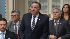 فرانسوا لوغو، رئيس حكومة كيبيك وهو يقدّم اليوم اعتذار حكومته للسكان الأصليين في الجمعية الوطنية - Radio Canada
