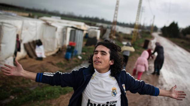 """""""فيلم من خلال عينيّ"""" يحكي قصّة الشاب السوري هاني مليّا منذ أن نزح مع عائلته إلى مخيّم للاجئين في البقاع اللبناني حتّى وصوله إلى كندا واستقراره فيها/ UNAFF"""