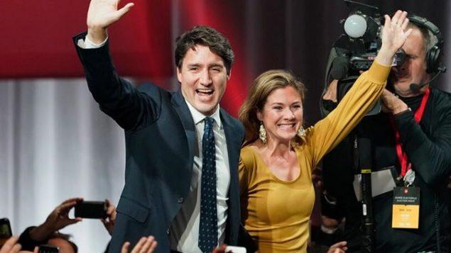 الزعيم الليبرالي، جوستان ترودو، وزوجته صوفي غريغوار بعد إعلان فوزه بحكومة أقلية 21-10-2019 - Paul Chiasson / The Canadian Press