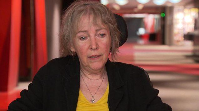 ليز بيجون المصابة بعدد من الأمراض الخطيرة طلبت من الحكومة المقبلة أن تزيد المعايير التي تؤهّل المريض للحصول على المساعدة الطبيّة على الموت/Radio-Canada
