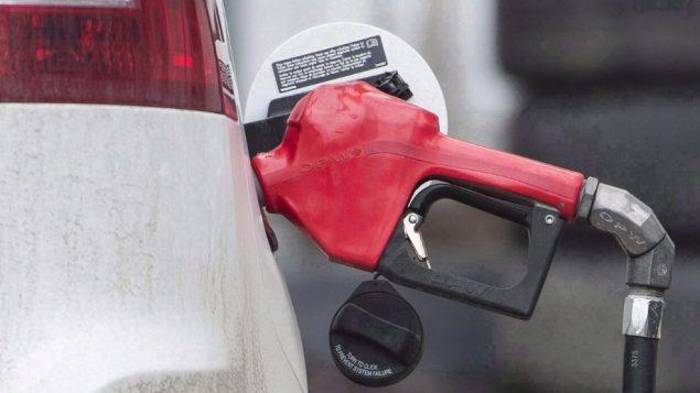 تنص الخطة الفيدرالية لتسعير الكربون على زيادة تدريجية قدرها 10 دولارات سنويًا إلى 50 دولارًا للطن من الكربون بحلول عام 2022 - Radio Canada