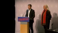 مانون ماسيه (إلى اليمين) و غابريال نادو-دوبوا، المتحدّثان باسم حزب التضامن الكيبيكي - Radio Canada