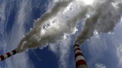 """تقول ديان ساكس المفوضة البيئية السابقة في أونتاريو إن المقاطعة """"لا تحتاج إلى تقرير آخر لنعرف أننا بحاجة إلى تقليل انبعاثات الغازات الدفيئة بشكل كبير."""" - Reuters / Peter Andrews"""