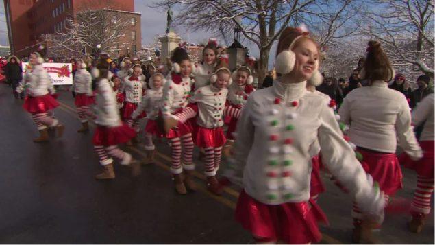 مسيرة بابا نويل في سانت جونز تتخلّلها فترات صامتة هذه السنة/CBC/Radio-Canada