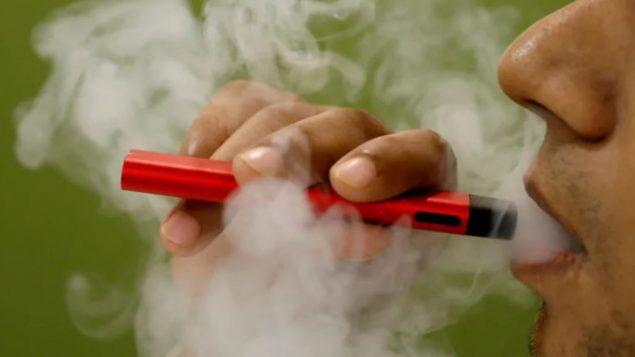 حكومة كيبيك تتشدّد في مكافحة التدخين الالكتروني وسط تنامي الحديث عن مضاره على الصحّة/Adnan Abidi/Reuters