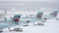 في مطار مونتريال، تمّ إلغاء رحلات متّجهة إلى كلّ من تورونتو وأوتاوا وكيبيك ونيويورك وبوسطن وهاليفاكس وإدمونتون وفانكوفر (أرشيف) - Frank Gunn / The Canadian Press