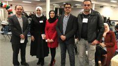 بعض أعضاء الجمعية الكندية العربية في مانيتوبا خلال الإحتفال المبكر باليوم العالمي للغة العربية في وينبيغ يوم 15 كانون الأول ديسمبر 2019 (من اليمين إلى اليسار) : إياد الأصالة (عضو مؤسس لرابطة حرف)، أحمد شتا (عضو مؤسس لرابطة حرف)، نورا الحموي (عضو مؤسس لرابطة حرف وعضو مجلس إدارة الجمعية الكندية العربية في مانيتوبا)، رشا كساد (عضو مؤسس لرابطة حرف) ويوسف مزاحم (عضو مؤسس لرابطة حرف وعضو مجلس إدارة الجمعية الكندية العربية في مانيتوبا) - Photo : Radio Canada / Laissa Pamou