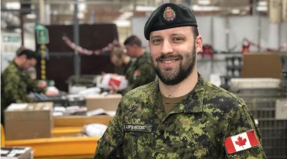 نيكولا لوفرانسوا من القوات الكندية في ترنتون في أونتاريو - Radio Canada / Frederic Pepin