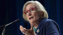 وزيرة العلاقات مع السكان الأصليين، كارولين بينيت - The Canadian Press Adrian Wyld /