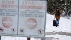 عبر أكثر من 20.500 شخص الحدود بين كندا والولايات المتحدة بشكل غير قانوني في عام 2017. وكان ذلك عبر كيبيك بشكل أساسي. وبلغ عددهم 19.419 في عام 2018 - Reuters / Christinne Muschi