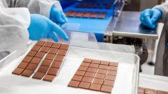 شركة اورورا لإنتاج القنّب تنتظر موافقة وزارة الصحّة الكنديّة لإطلاق منتجاتها الصالحة للأكل بما فيها الشوكولا في الأسواق/Marcus Oleniuk/ Aurora Cannabis