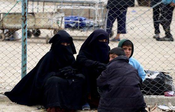 نساء وأطفال في مخيم الهول في شمال شرق سوريا - Radio Canada / Sylvain Castonguay