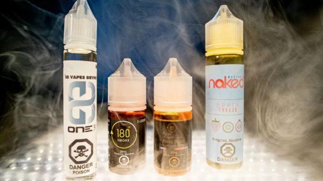 أظهرت الدراسات وجود مواد ضارّة في عدد من نكهات تدخل في صناعة منتجات التدخين الالكتروني/Craig Chivers/CBC