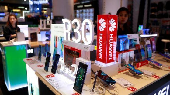 منعت واشنطن شبكات الاتصالات الأمريكية من شراء معدات من شركات أجنبية تعتبر خطرا على الأمن القومي - Reuters / Soe Zeya Tun