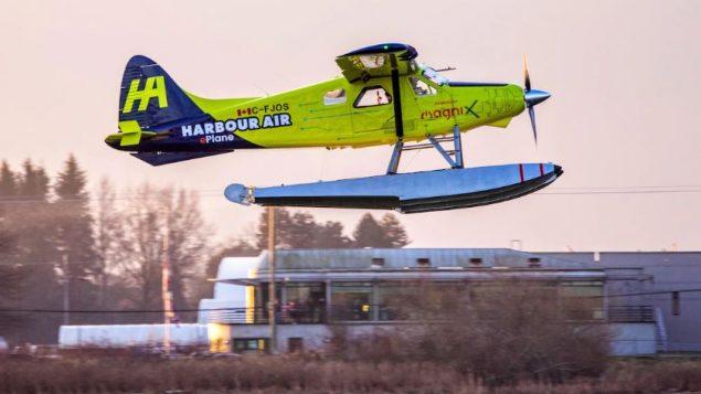 الطائرة مزودة بمحرك كهربائي كبير يستمد طاقته من البطاريات التي تحد حاليًا رحلاتها إلى مسافة تقل عن 1.000 كم - Radio Canada / Ben Nelms