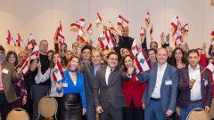 د.فريد زمكحل (في الوسط) محاطا بأعضاء من الجالية اللبنانيّة في مونتريال في 04/12-2019/Nicolas Dib/CCICL/Facebook
