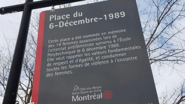لافتة في ساحة 6 ديسمبر في مونتريال القريبة من معهد بوليتكنيك تشير إلى أنّ اعتداء بوليتكنيك هو اعتداء على النسويّة/Radio-Canada