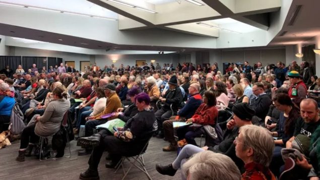 مشاركون في لقاء نظّمه اتّحاد العمل في ألبرتا في مدينة ادمنتون في 02-12-2019/Josee St-Onge/CBC