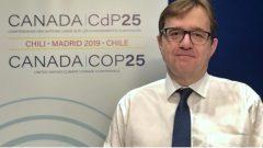 جوناتان ولكنسون وزير البيئة والتغيّر المناخي الكندي خلال مشاركته في مؤتمر المناخ في مدريد/Etienne Leblanc/Radio-Canada