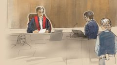 ألكساندر بيسونيت وهو يستمع للقاضي - Radio Canada
