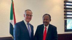 روب أوليفانت (إلى اليسار)، السكرتير البرلماني لوزير خارجية كندا وعبد الله حمدوك، رئيس الحكومة الإنتقالية في السودان يلتقيان في الخرطوم - Twitter