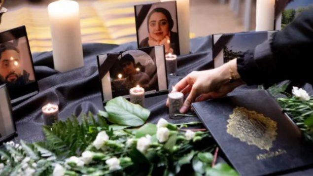 أمس الأحد 12 يناير كانون الثاني في جامعة تورونتو : جانب من حفل تكريم ضحايا تحطّم الطائرة الأوكرانية في إيران - The Canadian Press / Chris Young