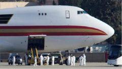 طائرة مستأجرة من قبل وزارة الخارجية الأمريكية لإجلاء موظفي الحكومة وغيرهم من الأميركيين من مدينة ووهان الصينية. قاعدة عسكرية في كاليفورنيا - 29 يناير كانون الثاني 2020 - Mike Blake/Reuters