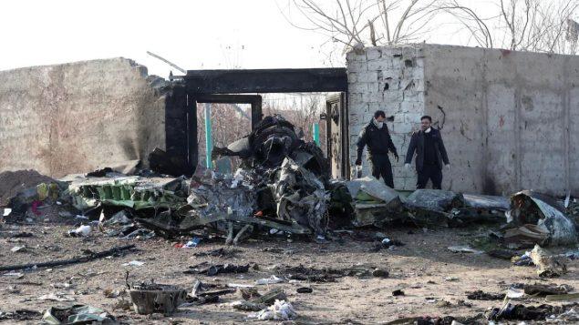 تمكّنت فرق الإنقاذ من العثور على العلب السوداء للطائرة الأوكرانية التي تحطّمت اليوم الأربعاء في مدينة شاهدشهر في جنوب غرب العاصمة الإيرانية طهران- GETTY IMAGES / AFP