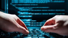 تُقدَّر تكاليف جرائم الإنترنت في كندا بنحو 3 مليارات دولار في السنة، وفقا لوزير الابتكار والعلوم والصناعة الكندي، نافديب باينز - Shutterstock / Scythers