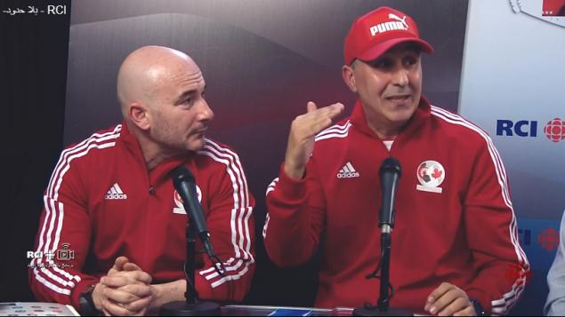 كريم جبري (إلى اليمين) وحسين إيراتني من جمعيّة كرة القدم الجزائريّة في كيبيك/RCI