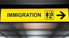 تعنزم الحكومة الكندية السماح للبلديات باختيار المهاجرين لسدّ النقص في اليد العاملة - iStock