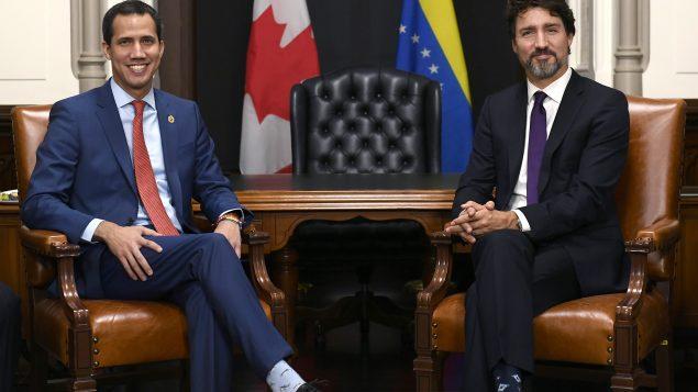 رئيس الحكومة الكندية جوستان ترودو(إلى اليمين) التقى بالرئيس الفنزويلي بالنيابة خوان غوايدو في أوتاوا يوم 21.01.2020 – The Canadian Press / Justin Tang