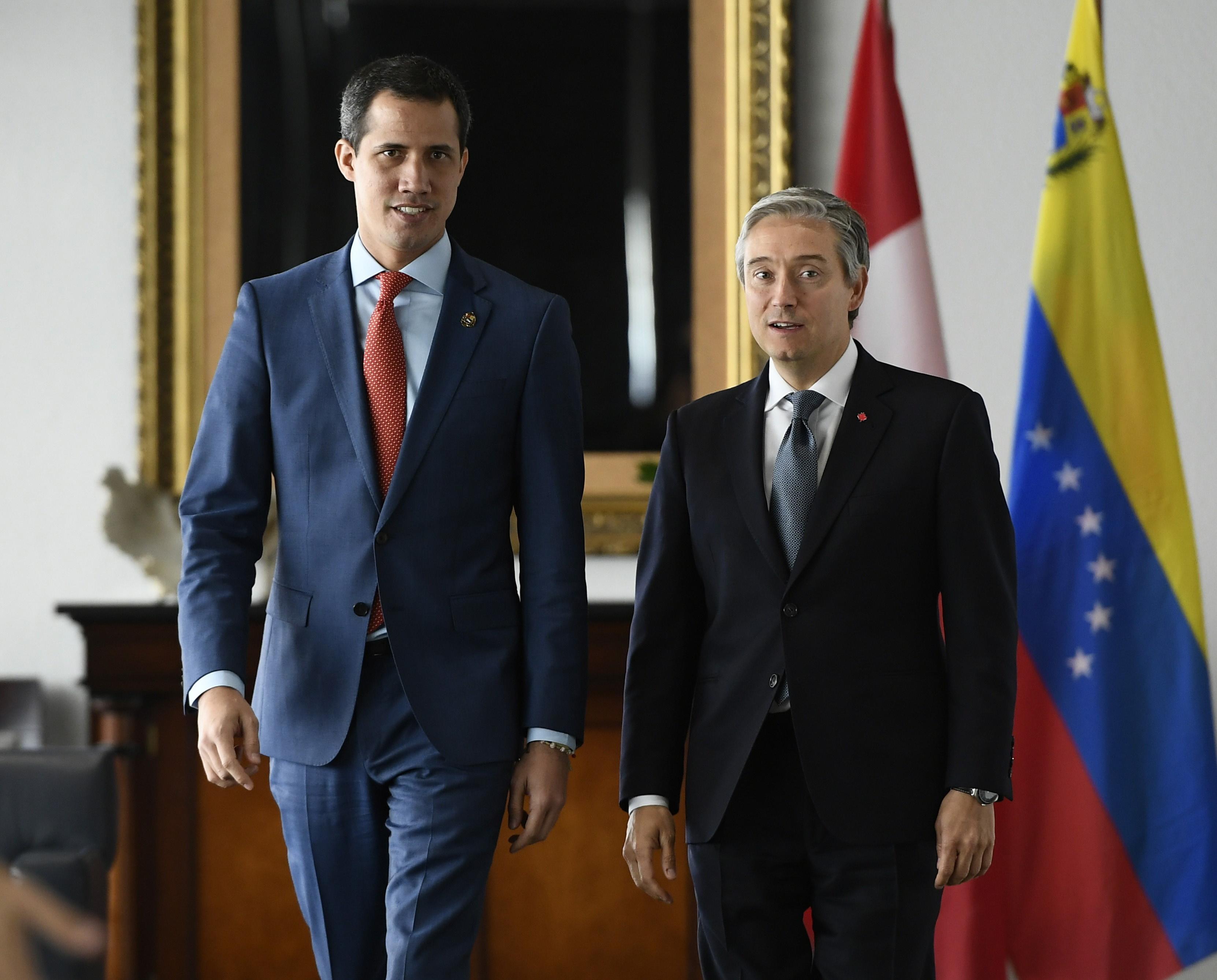 فيليب فرانسوا شامبان، وزير الخارجية الكندي (إلى اليمين) وخوان غوايدو، رئيس فنزويلا بالنيابة خلال زيارته لأوتاوا يوم 27.01.2020 - The Canadian Press / Justin Tang