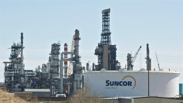 """مصفاة """"صنكور"""" لتكرير النفط في إدمونتون (أرشيف)CBC/Jason Franson/CP"""