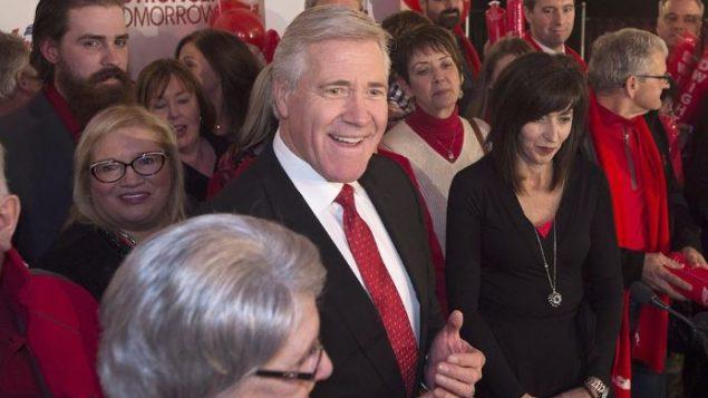 رئيس حكومة نيوفاوندلاند ولابرادور دوايت بول يحتفل بفوزه في الانتخابات عام 2015/Andrew Vaughan/CP