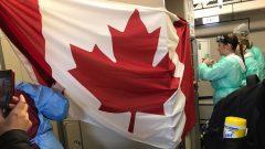 طائرة الإيرباص (من الداخل) التي تُقلّ الكنديين من مدينة ووهان متجهة إلى كندا -06.02.2020- The Canadian Press / HO Michael Schellenberg