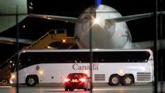 كان على متن السفينة السياحية دايموند برينسيس 256 مسافرًا كنديًا ، لكن 47 منهم لم يتمكنوا من ركوب الطائرة لأنهم أصيبوا بفيروس كوفيد-19 - Reuters / Carlos Osorio