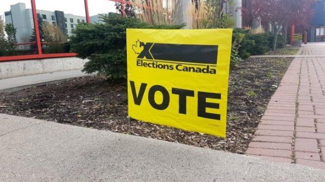 """إجمالا، كان هناك 28 حالة """"انتحال شخصية أو تحريف يمكن أن تؤثر على قدرة الناخبين على التصويت"""" - Andrew Kurjata / CBC"""
