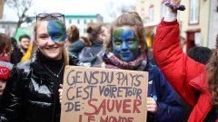 طلبة يتظاهرون من أجل المناخ في لافال في مقاطعة كيبيك (أرشيف) - Radio Canada / Stephane Lamontagne