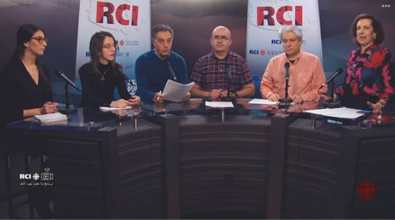 """بعض أعضاء القسم العربي لراديو كندا الدولي (من اليمين إلى اليسار) : مي أبو صعب، فادي الهاروني، سمير بن جعفر وزبير الجازي مع ضيفتين خلال بثّ حيّ على الفيسبوك ويوتوب لحصة """"بلا حدود"""" يوم الجمعة 21 فبراير شباط 2020 - الصورة :RCI"""
