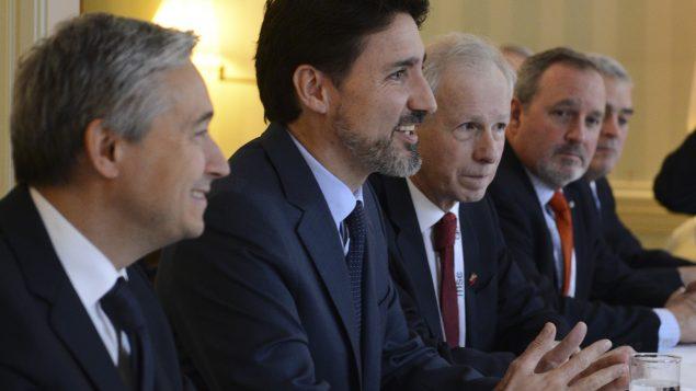 من اليسار: وزير الخارجيّة الكندي فرانسوا فيليب شامبان ورئيس الحكومة جوستان ترودو وسفير كندا لدى ألمانيا ستيفان ديون يشاركون في مؤتمر ميونيخ للأمن في 14-02-2020/Sean Kilpatrick/CP