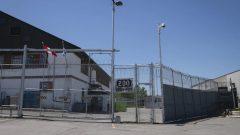 يمكن لمركز مراقبة الهجرة في لافال استقبال ما يصل إلى 109 أشخاص في ثلاثة أقسام خاصة بلرجال والنساء والأسر والقصّر غير المصحوبين - Ivanoh Demers / Radio Canada