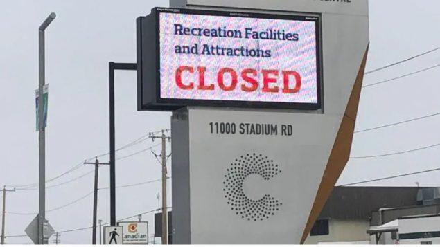مدينة إدمنتون عاصمة مقاطعة ألبرتا أقفلت العديد من المباني والمراكز العامّة حرصا منها على سلامة المواطنين والموظّفين/Ariel Fournier/Radio-Canada