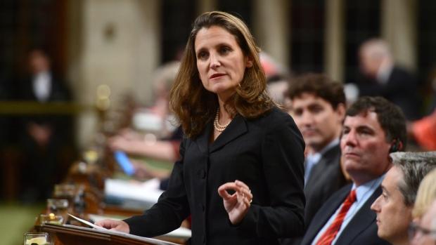 كريستيا فريلاند نائبة رئيس الحكومة أكّدت على أهميّة بلورة الاتّفاق بعناية/Sean Kilpatrick/PC