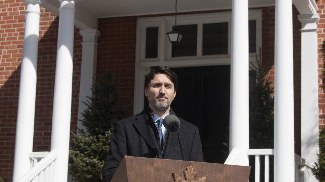 جوستان ترودو، رئيس الحكومة الكندية، وهو يعلن عن إغلاق الحدود الكندية أمام الأجانب اليوم الإثنين 16 مارس آذار 2020 في أوتاوا - The Canadian Press / Adrian Wyld