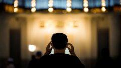 في مقاطعة كيبيك، طلب مجلس أئمّة كيبيك من إدارات مساجد المقاطعة على إقامة صلاة الجمعة عدّة مرّات في مجموعات صغيرة كي لا تنتشر عدوى فيروس كورونا - Associated Press / Vincent Thian