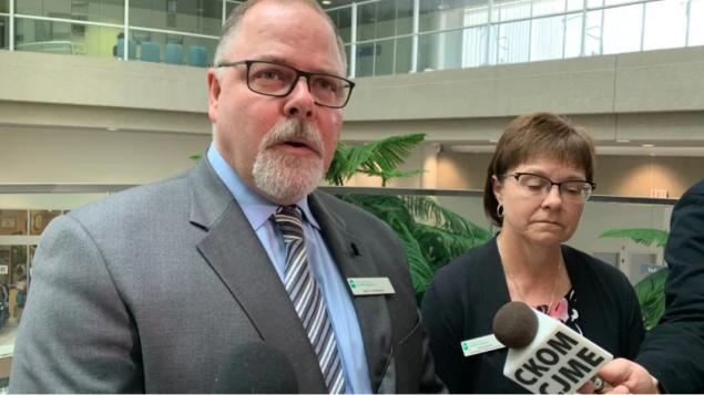 سكوت ليفينغستون المدير العام لوكالة الصحّة في سسكتشوان يقول إنّ المقاطعة تستعدّ لكلّ الاحتمالات/Guy Quenneville/Radio-Canada